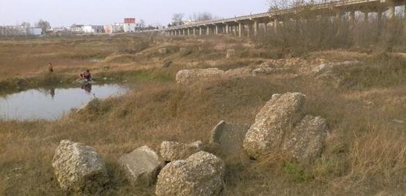 桥竟是木桩基础?