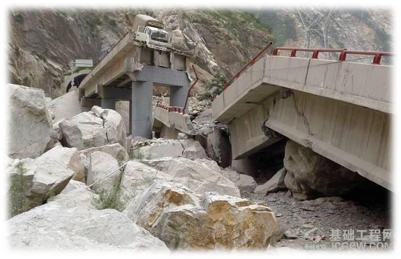 山区桥墩抗冲击及冲刷技术研究