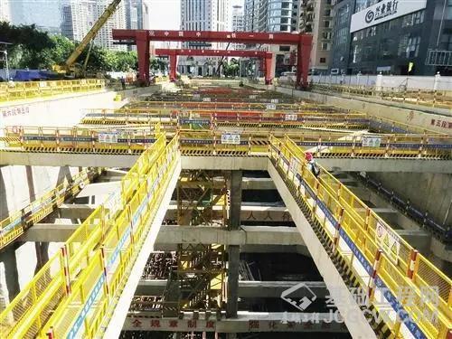 南宁:32.6米深基坑距地下商场最近仅2米
