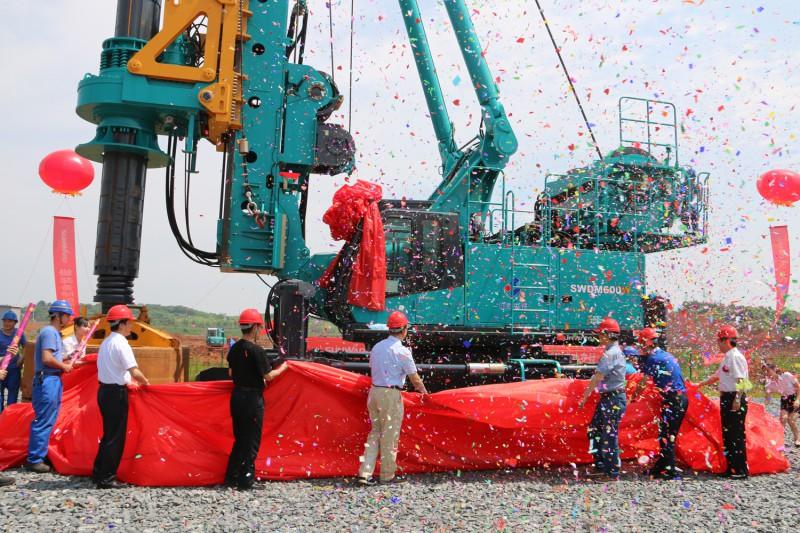 山河智能再添扛鼎之作!全球最大步履式旋挖钻机SWDM600W下线