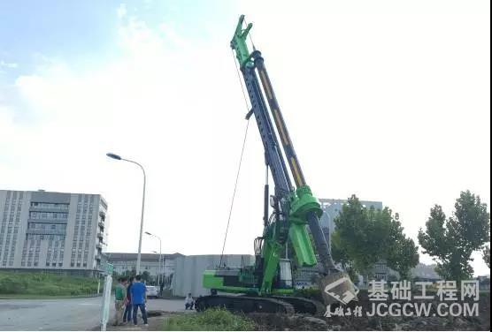 中国工程机械工业协会桩工机械分会黄志明秘书长考察泰信KR285C新机试机现场