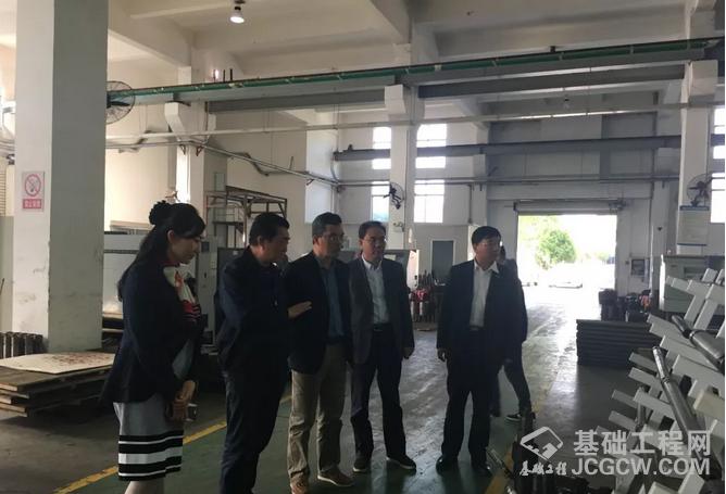 桩工机械分会秘书长郭传新、黄志明一行考察江苏锡探
