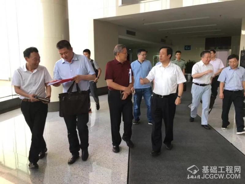 山河智能董事长何清华受聘为湖南省科技创新战略咨询委员会委员