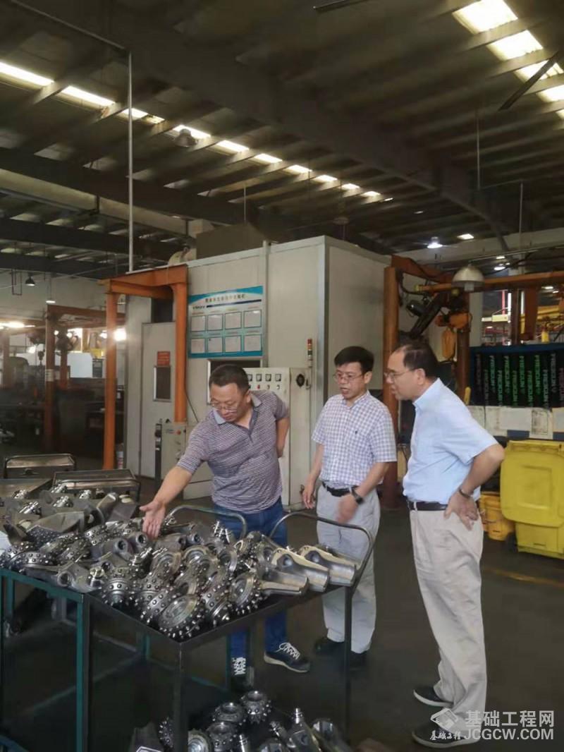 中国工程机械学会桩工机械分会秘书长郭传新莅临苏州新锐调研指导